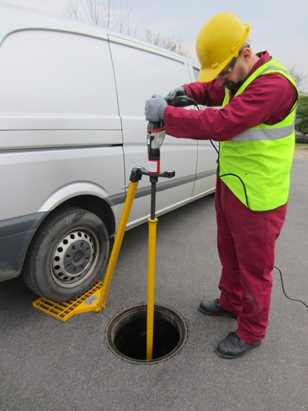 Christie Method - for the highest torques the wheel of a light commercial van can be parked on the single reaction plate